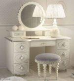 Как называется туалетный столик с зеркалом – туалетный в современном стиле, размеры и оформление, освещение будуарного, трюмо для косметики в спальню